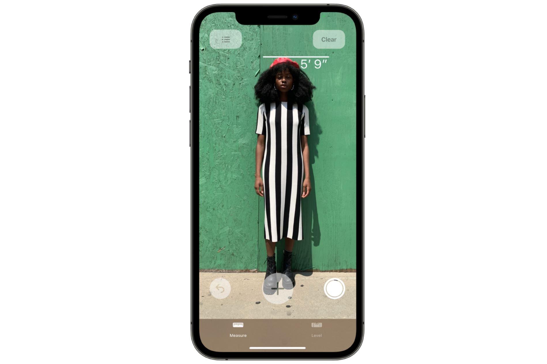 iPhone 12 Pro Sayesinde Birinin Boyunu Kolayca Ölçebilirsiniz
